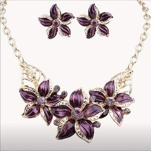 Jewelry - Floral necklace and earrings (purple)